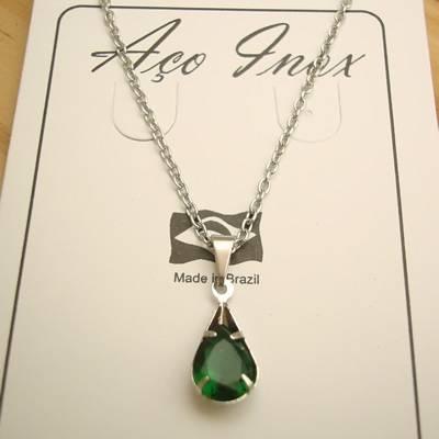 colar aço inox 316L pingente zircônia gota cor verde 1,6 cm